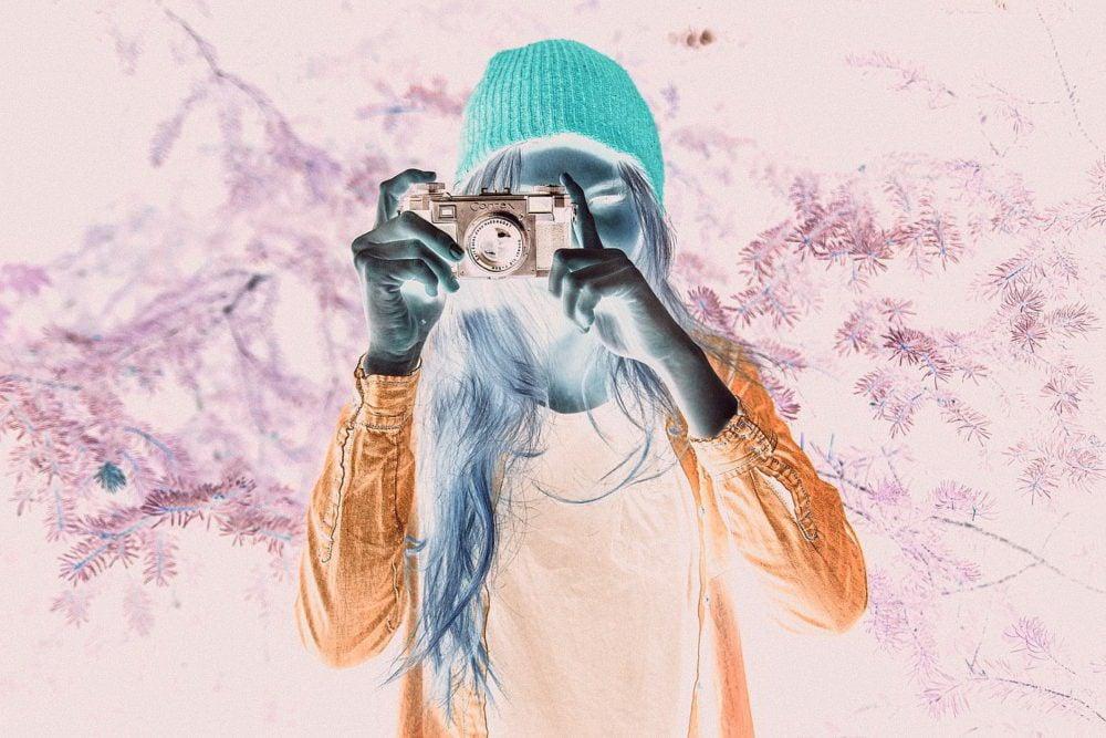 girl takes photo